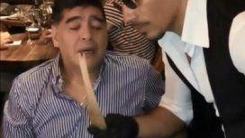 Si yo la sacara así de limpia: el video viral de Maradona en una cena romántica