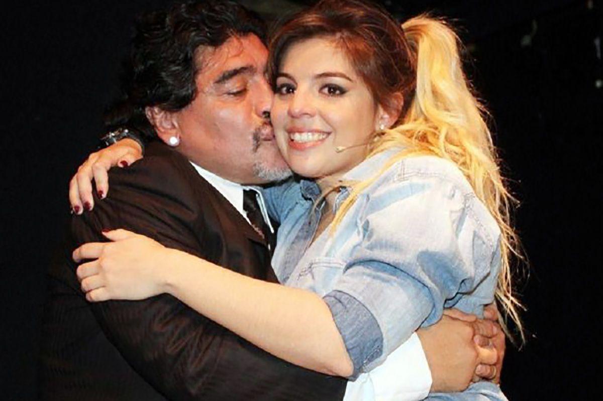 Cada vez más complicado: Diego aún no llegó a la Argentina y no confirmó su presencia en el casamiento de Dalma