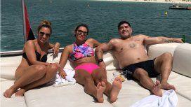 Maradona junto a su novia Rocío Oliva y Jessica Hurtado, su community manager.