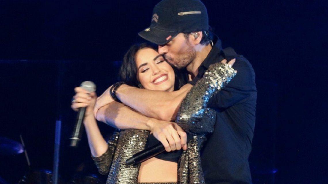 El look sexy de Lali para cantar con Enrique Iglesias y el cómplice intercambio de tuits