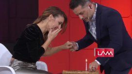 Mariana Brey ercibió una sorpresa de su novio en vivo.