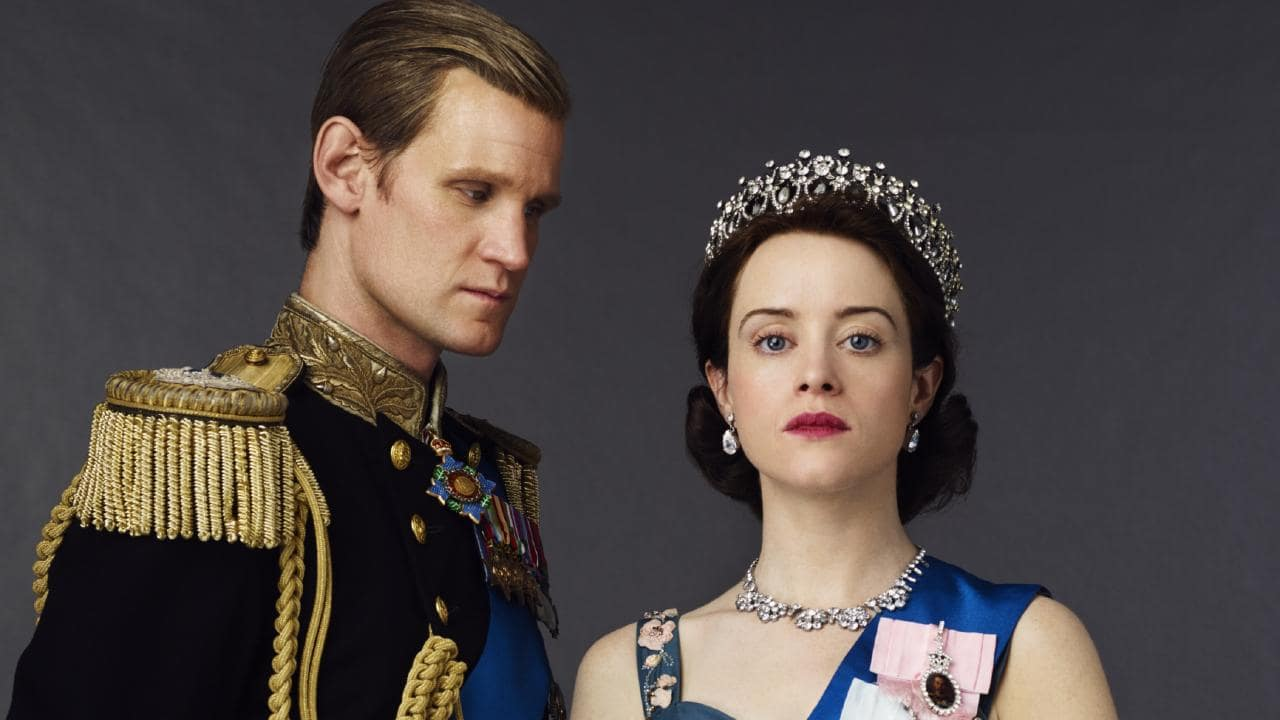 Matt Smith y Claire Foy en sus personajes de The Crown