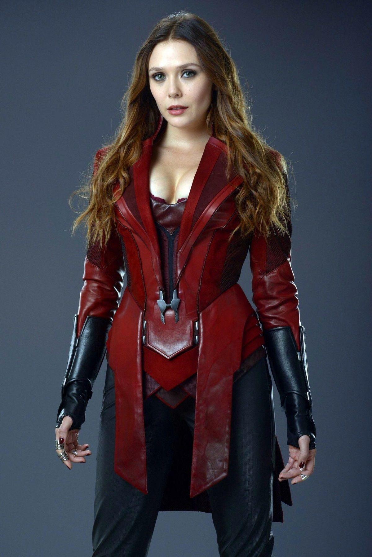 Elizabeth Olsen se quejó de su escote en Avengers: Infinity War
