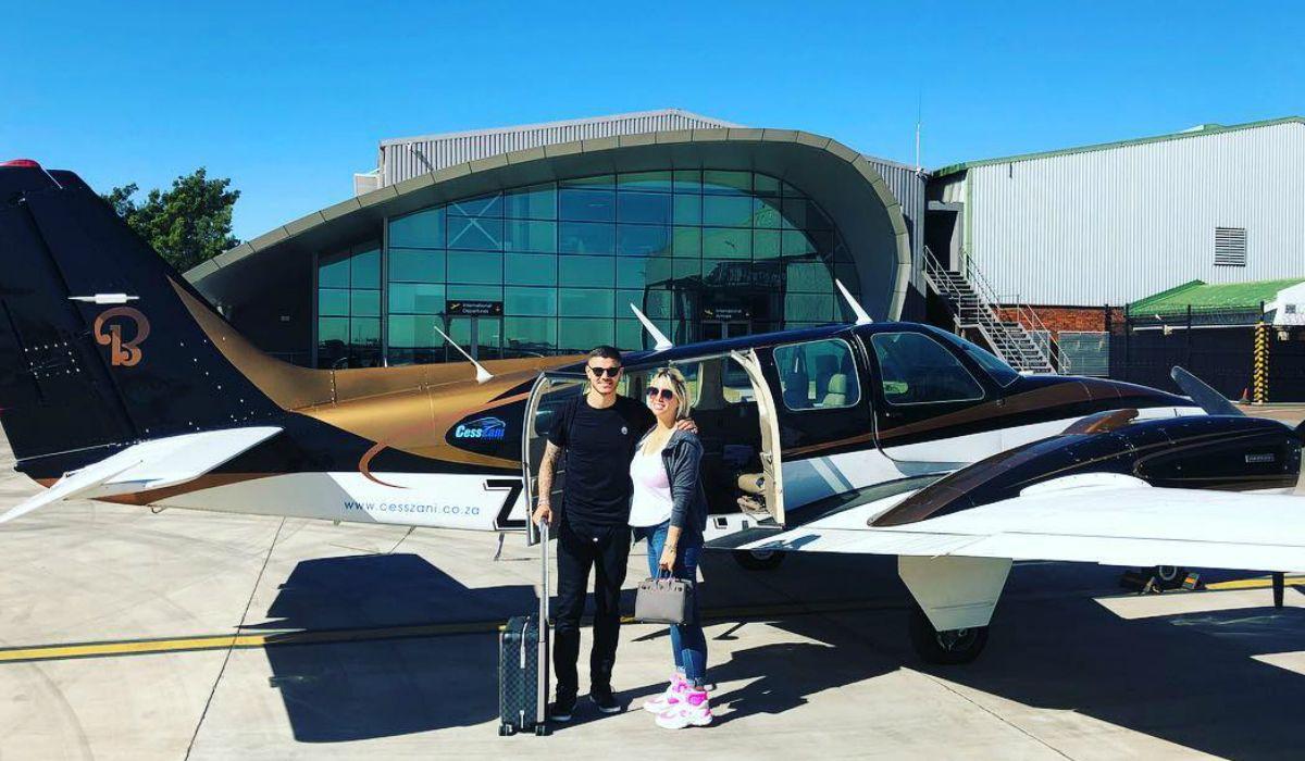 Wanda e Icardi a punto de subirse al ùltimo aviòn antes de llegar al safari