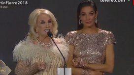 Las ¡dos! metidas de pata de Juana Viale cuando Mirtha daba el discurso