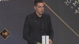 Esteban Lamothe ganó como mejor actor ¡y su novia lo felicitó con un gran beso!