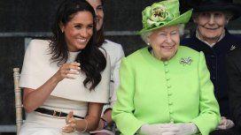 Meghan Markle y la reina Isabel II, divertidas y cómplices en su primer acto juntas