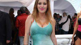 Desesperada por llegar a la pista: Mariana Diarco se encadenó al Obelisco para entrar al Bailando