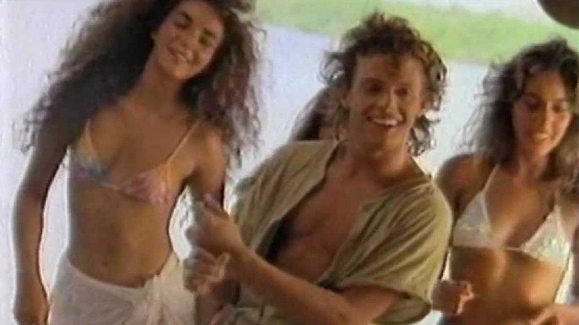 Murió una de las actrices del video de Cuando calienta el sol
