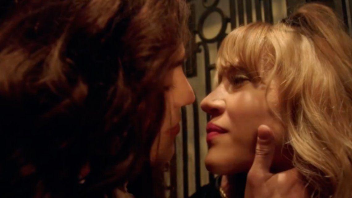 Rodrigo Romero y Jimena Barón a puro beso en el ascensor