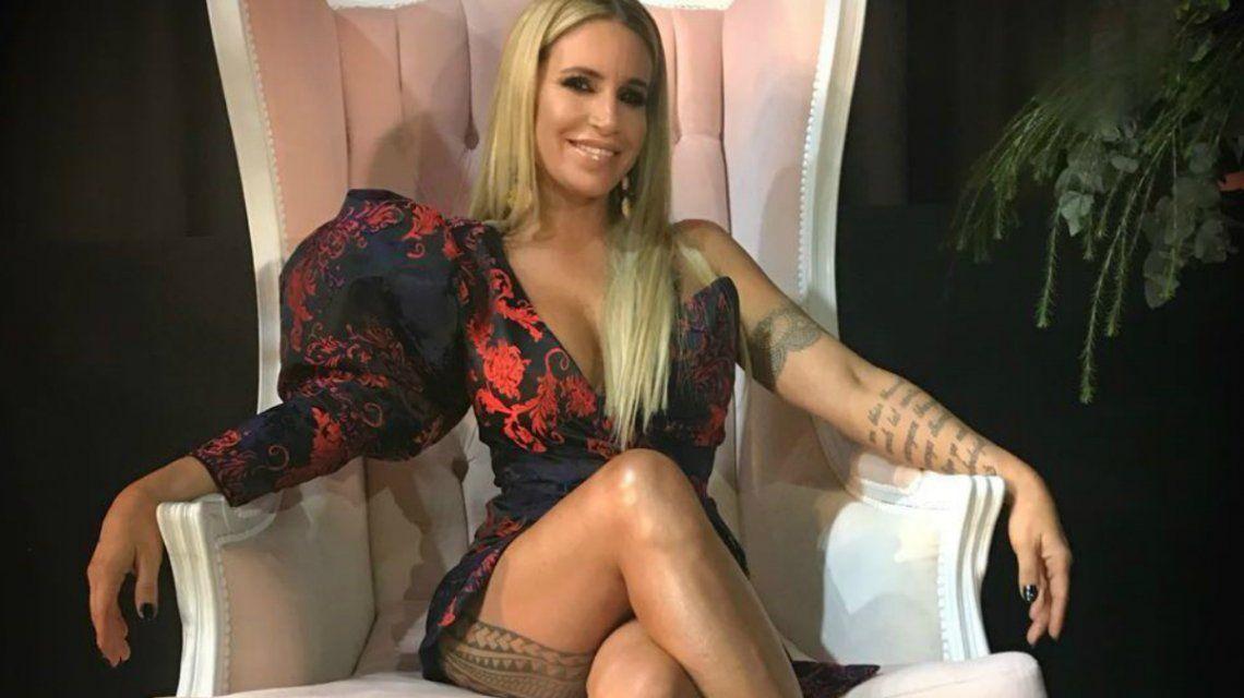 Flor Peña luce el tatuaje de su cola