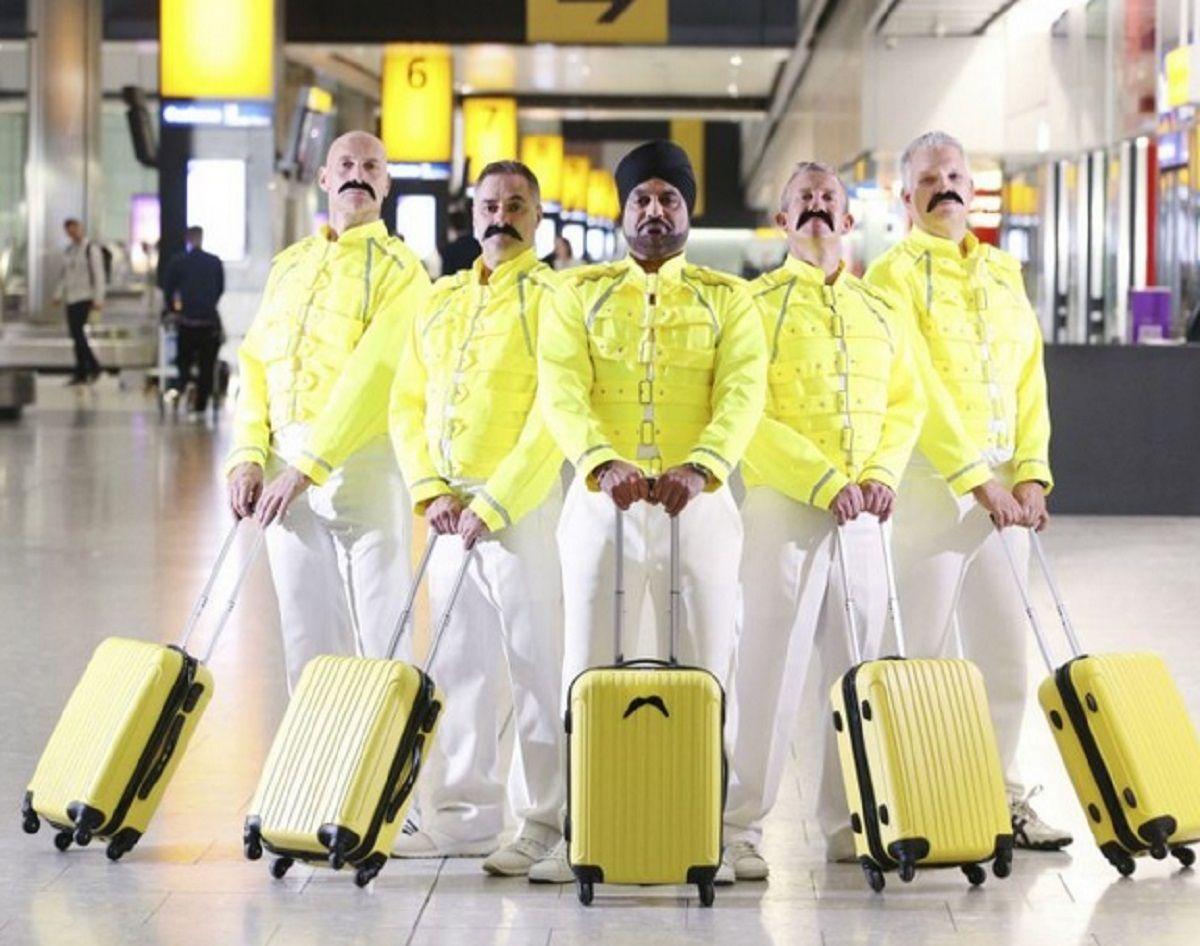 El homenaje de los maleteros del aeropuerto de Londres a Freddie Mercury