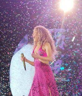 Un fan sorprendió a Shakira en pleno show