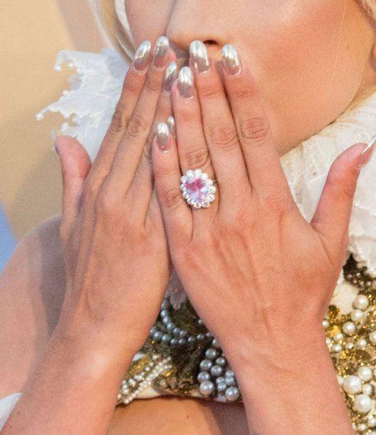 El costoso anillo de compromiso de Lady Gaga. <br>