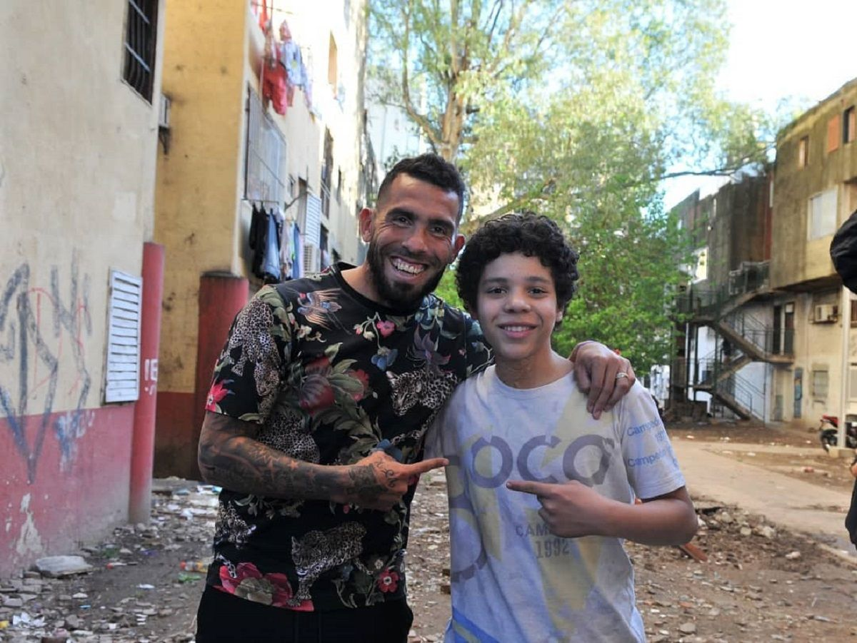 Carlitos Tevez junto a Balthazar Murillo