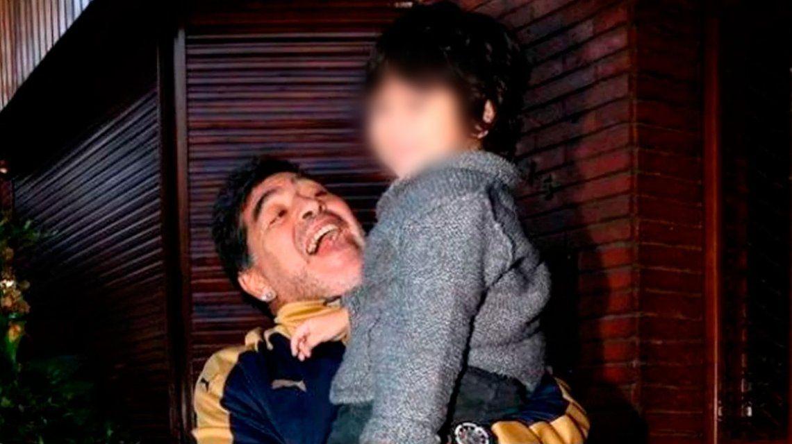 Diego Maradona junto a Dieguito Fernando hace algunos años