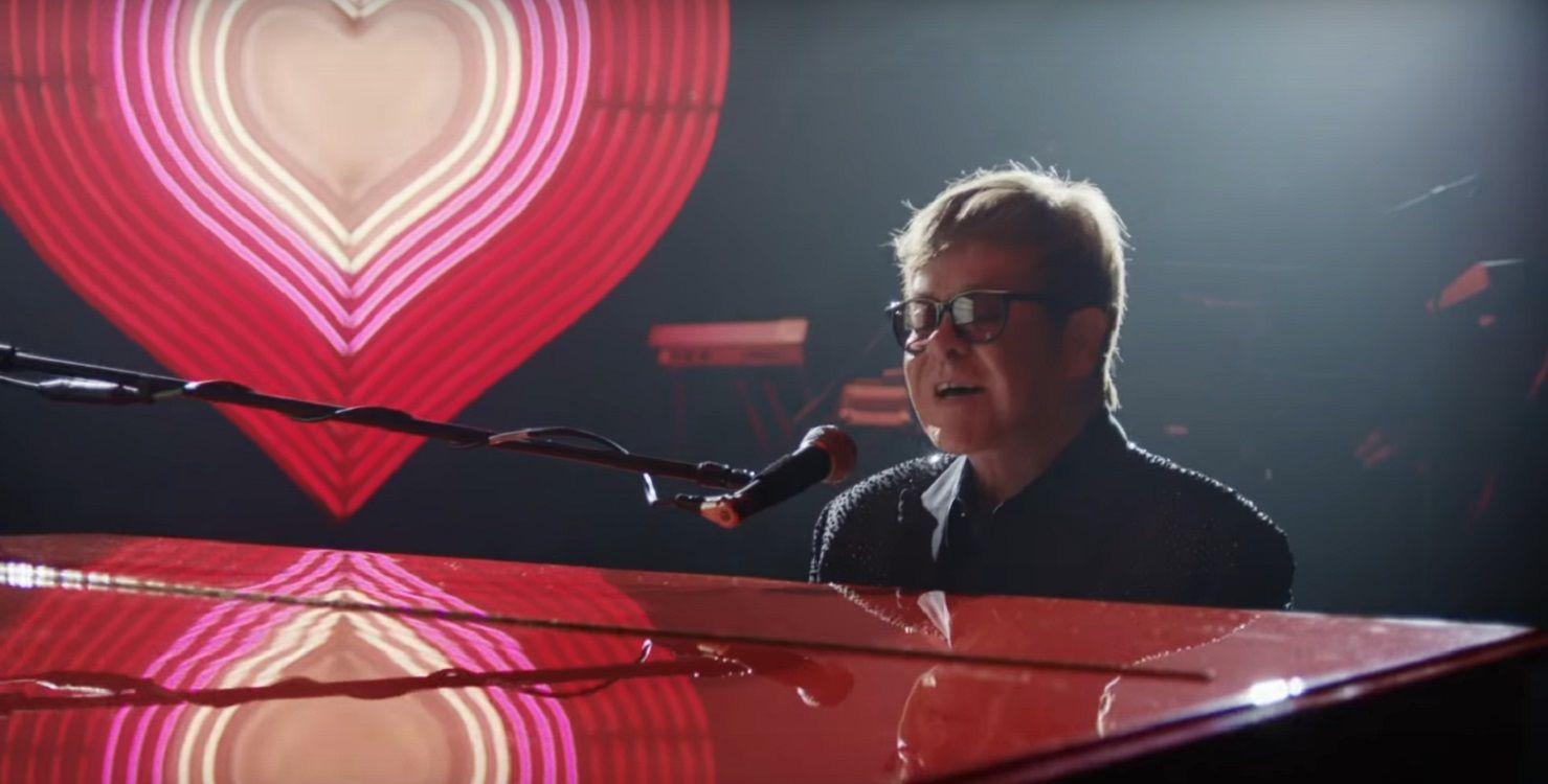El video navideño de Elton John que emociona a todos