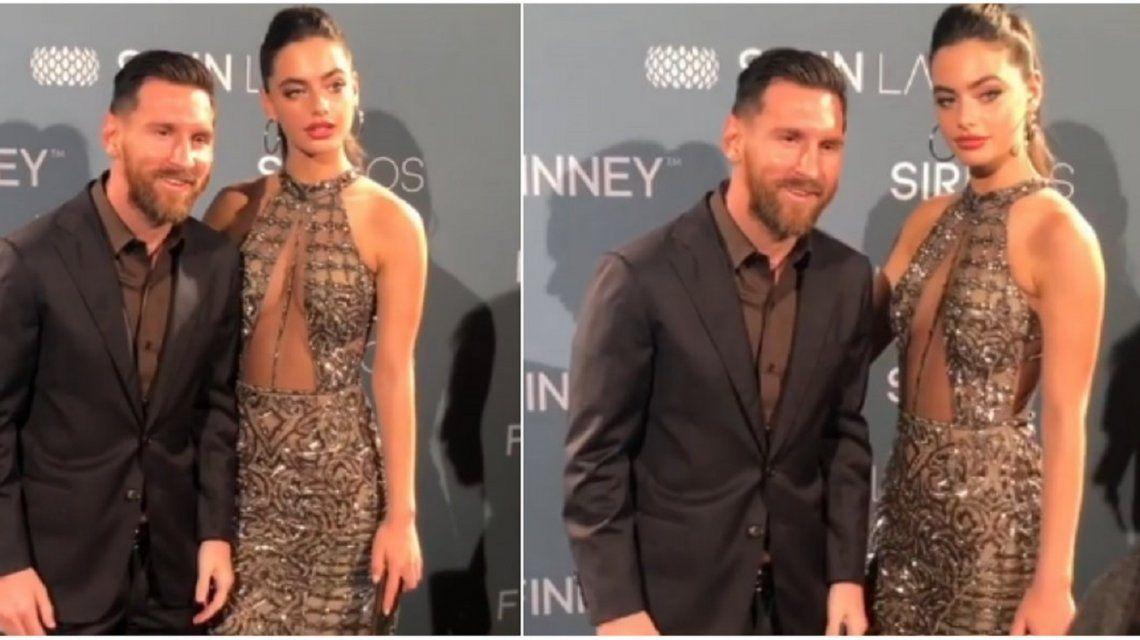 Messi ni se movió para posar con la modelo israelí.