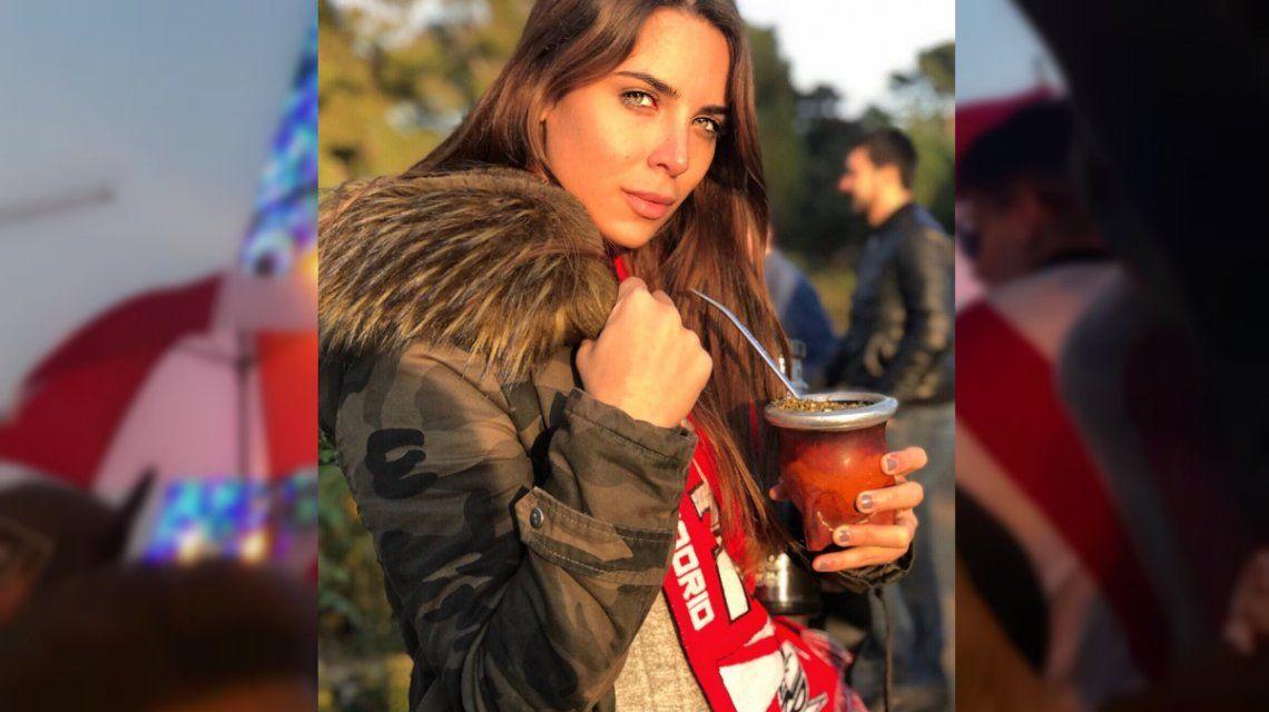 Belleza millonaria: las postales de Mina Bonino desde Madrid alentando a River