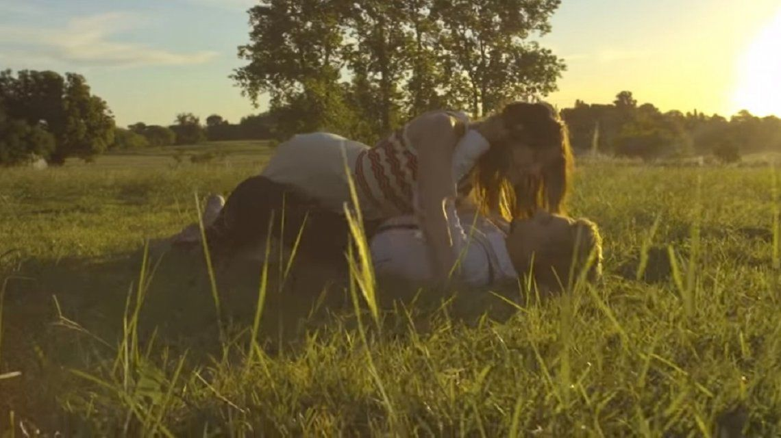 El color de tus ojos el nuevo single y videoclip de Agapornis