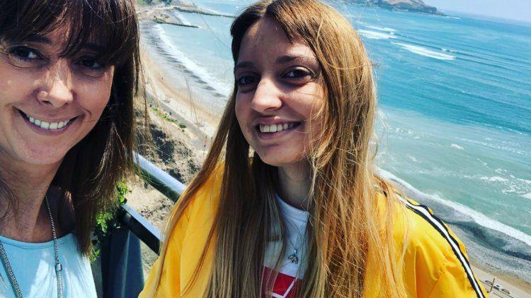 Marisa Brel y Paloma durante unas vacaciones en Perú