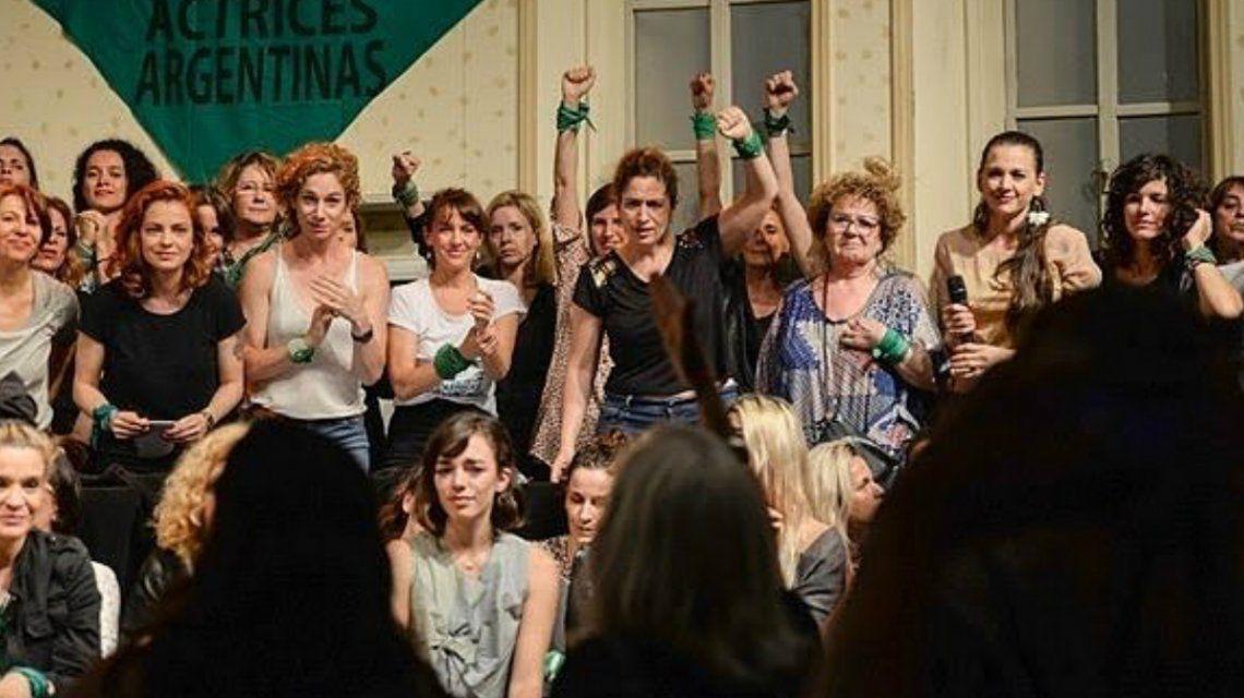 El colectivo de Actrices Argentinas en la conferencia por la denuncia de Thelma Fardin