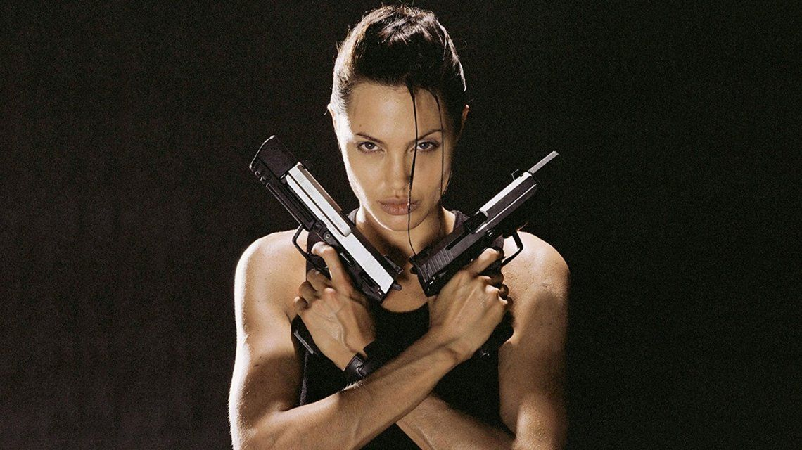 VIDEO: La reacción de un hombre ante el peor tatuaje de Angelina Jolie