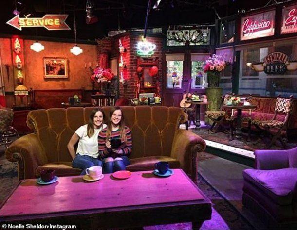 Las mellizas, en los estudios de Friends.