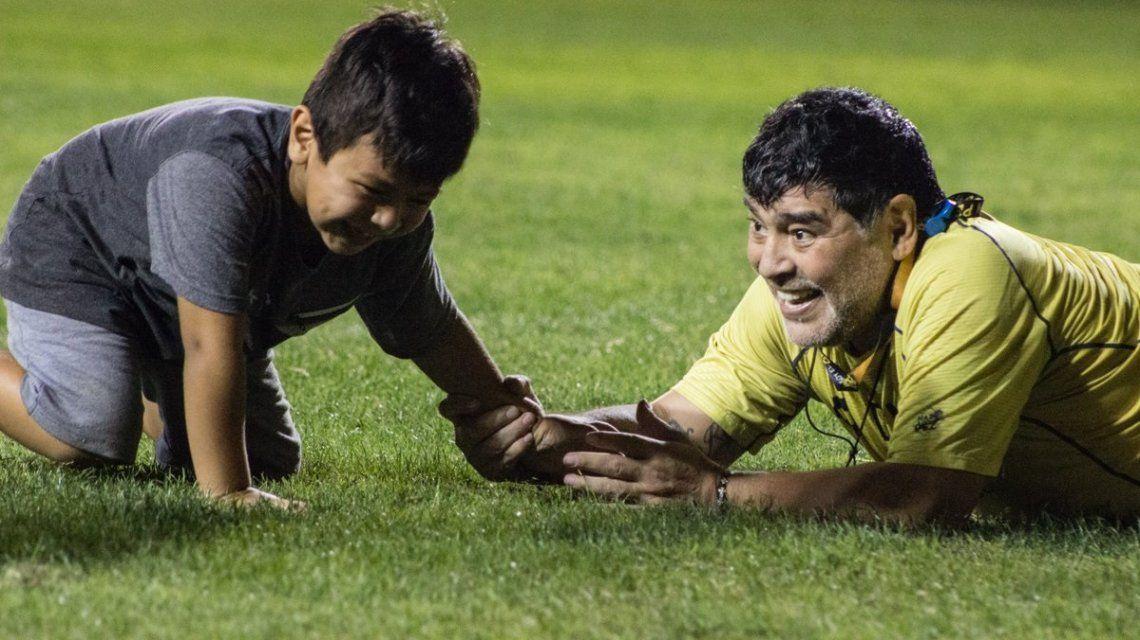 Las postales del buen momento que pasan Diego Maradona y Dieguito Fernando