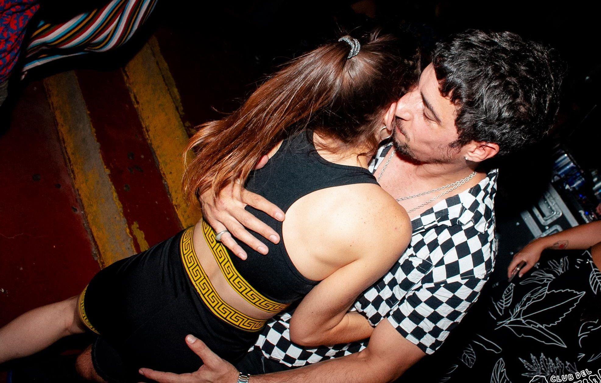Esteban Lamothe y su novia  Katia Szechtman, de fiesta ¡total! en una disco de Mendoza