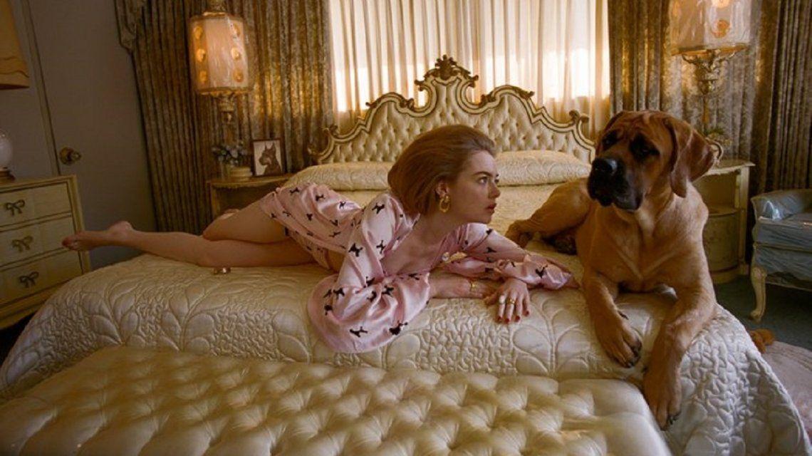 La genial producción de fotos de Emma Stone rodeada de perros