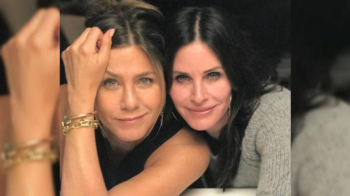 Susto: Jennifer Aniston y Courteney Cox tuvieron que aterrizar de emergencia