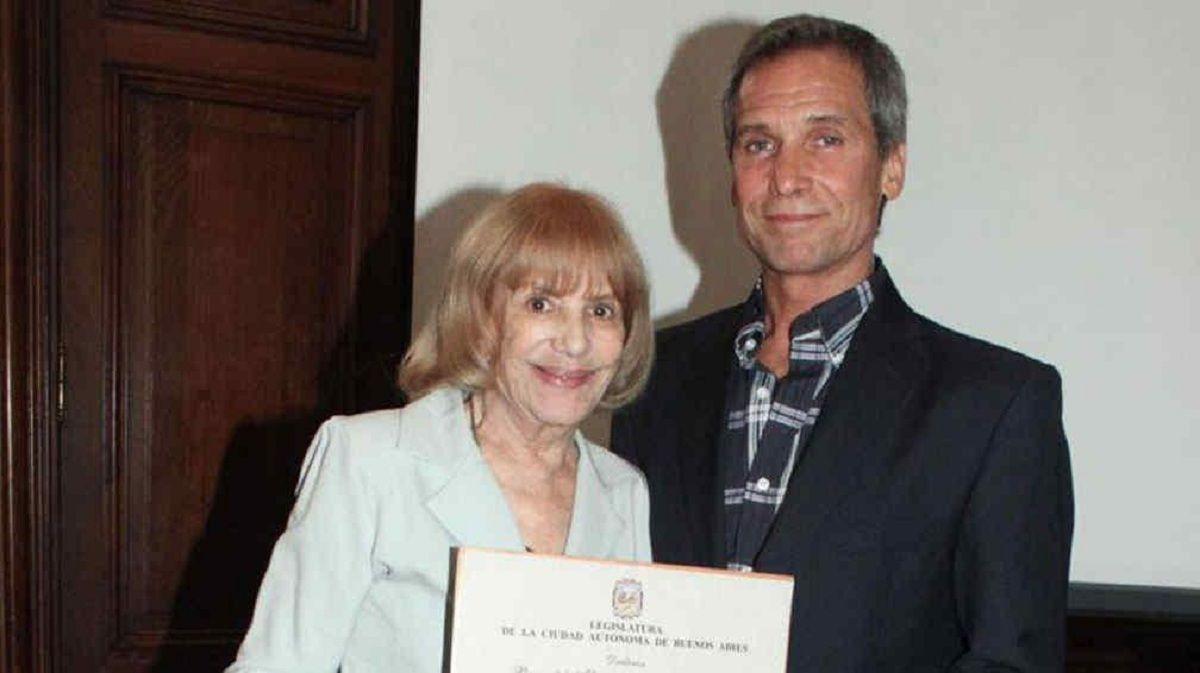 Beatriz Taibo junto a su hijo Raúl