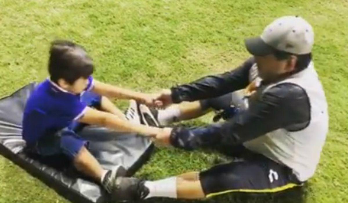 El video de Diego Maradona con Dieguito Fernando haciendo gimnasia