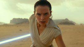 Rey (Daisy Ridley) en el desierto