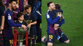 El abrazo de Lionel Messi con Thiago y Mateo en los festejos del Barcelona campeón