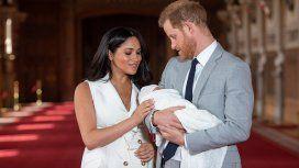 El príncipe Harry y Meghan Markle presentaron a su primer hijo