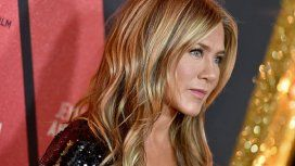 Jennifer Aniston y una osada foto en topless para una revista de moda