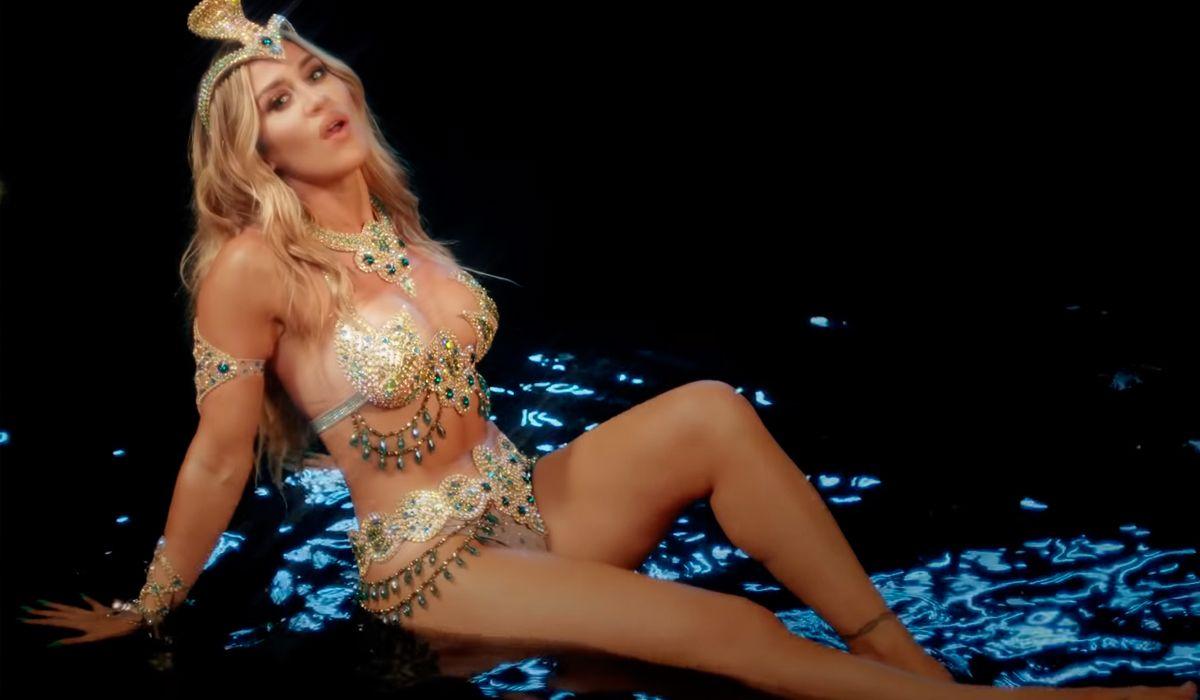 Con una letra muy poderosa, Jimena Barón estrenó el videoclip de La cobra
