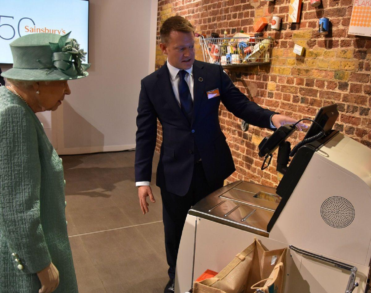 La insólita experiencia de la Reina Isabel en un supermercado