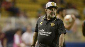 El video de Diego Maradona caminando en la clínica tras su operación de rodilla