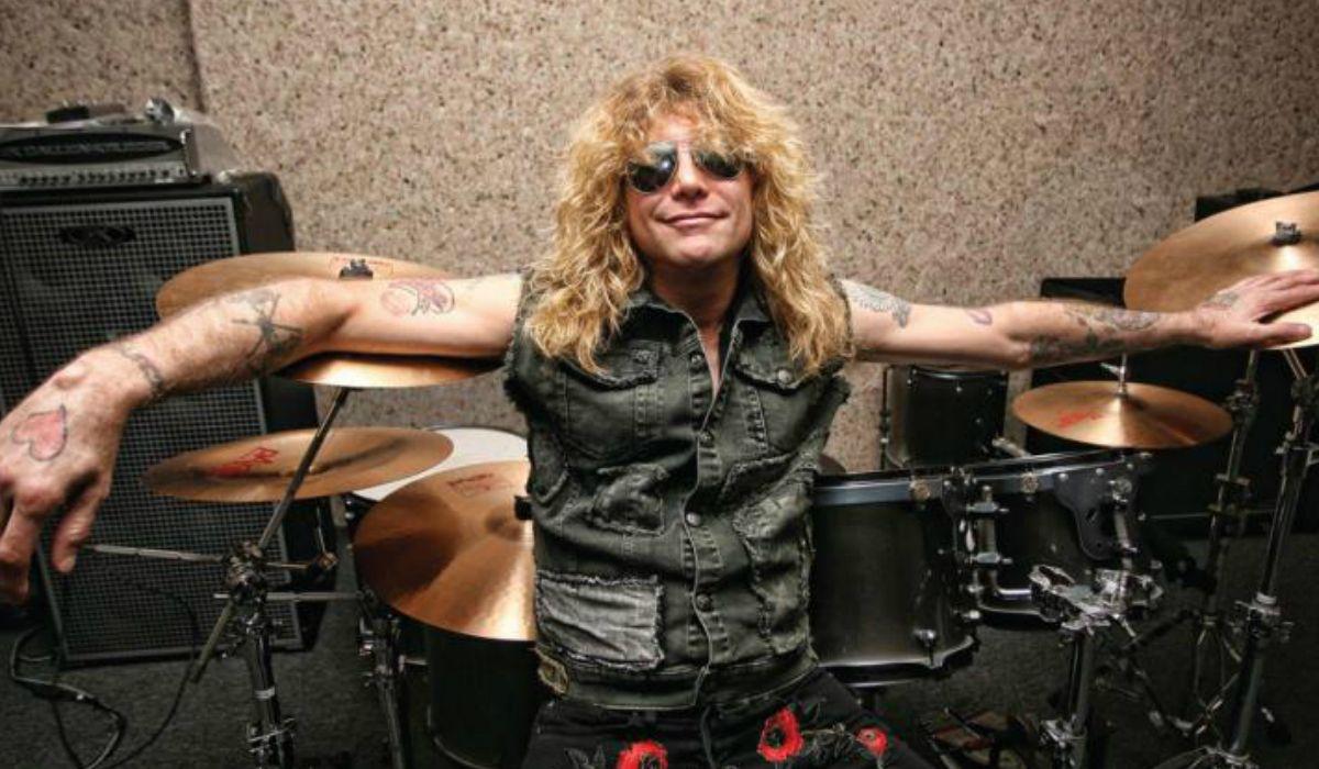 Internan al ex Guns N Roses Steven Adler tras apuñalarse a sí mismo