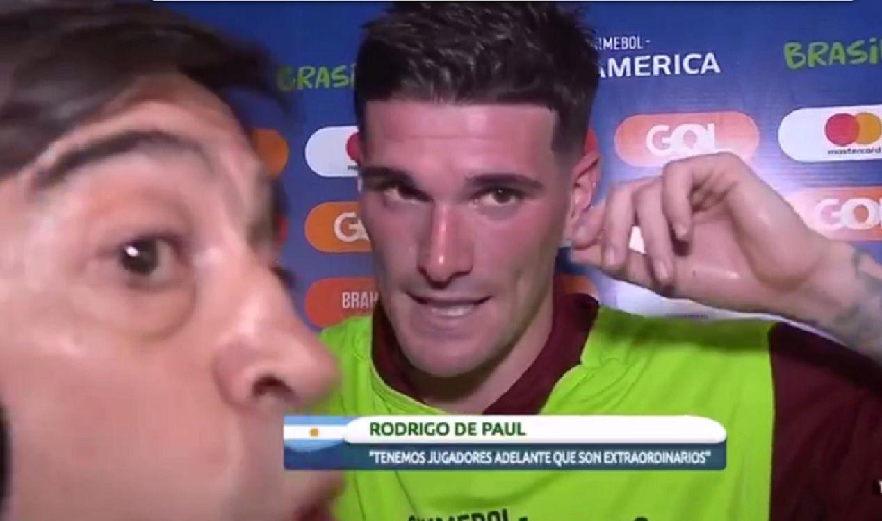 Papelón: Marcelo Benedetto dejó con la palabra en la boca a De Paul para hablar con el Kun Agüero