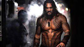 Insólito: fotografiaron a Aquaman de vacaciones y su estado físico fue motivo de debate