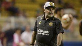 Operaron con éxito a Diego Maradona