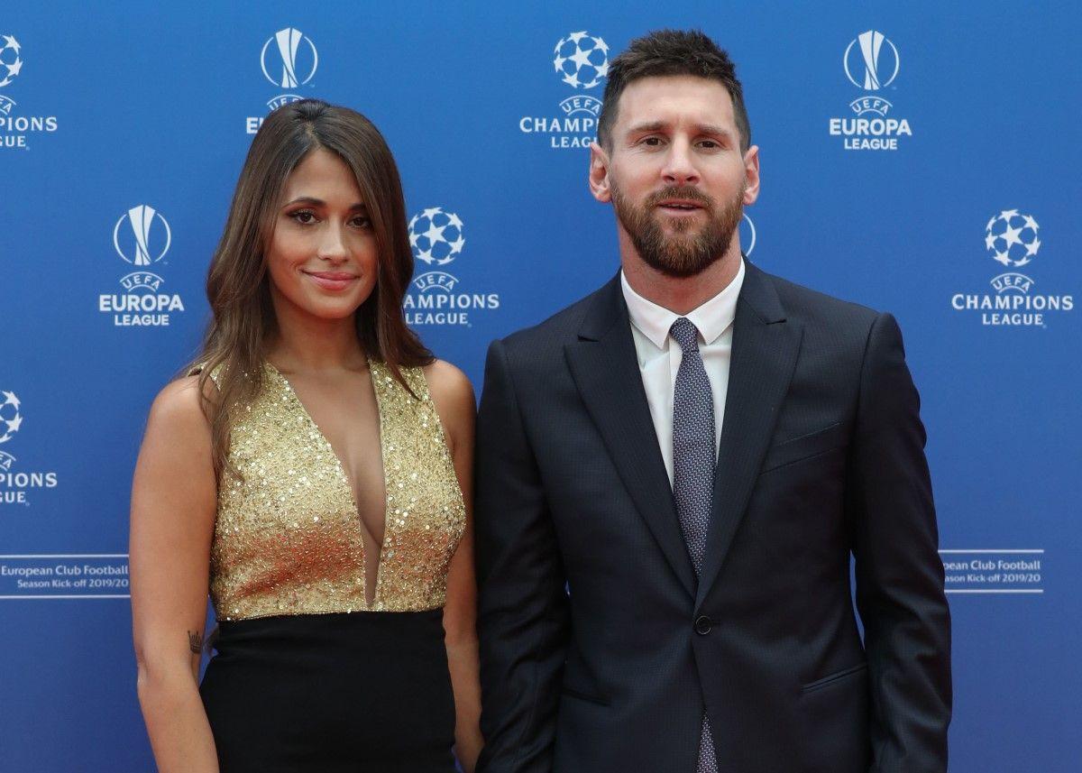 El look de Antonela Roccuzzo junto a Messi en el sorteo de la Champions League
