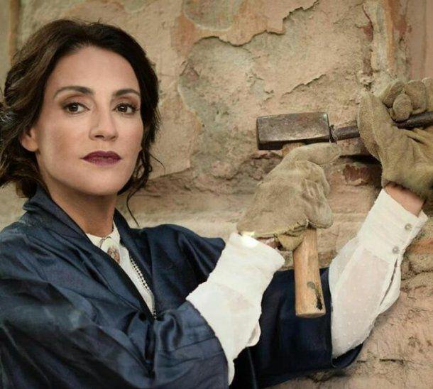 Eleonora Wexler como la famosa escultora Lola Mora