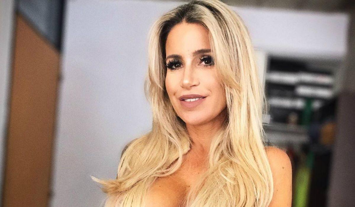Florencia Peña festeja sus 45 años al desnudo