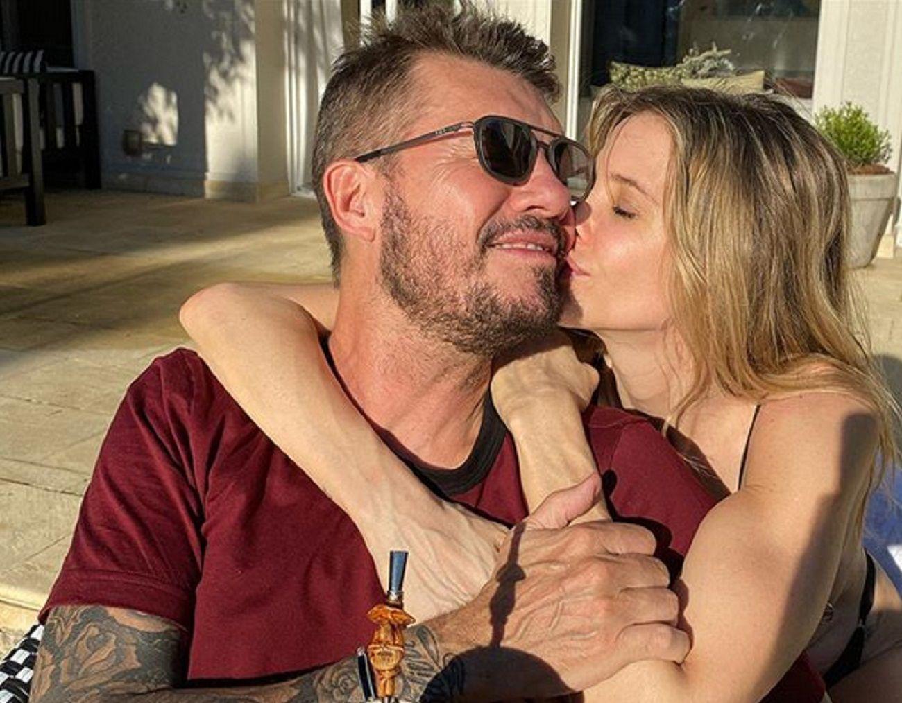 Marcelo Tinelli y Guillermina Valdés, enamorados: tarde de mate y mimos al sol
