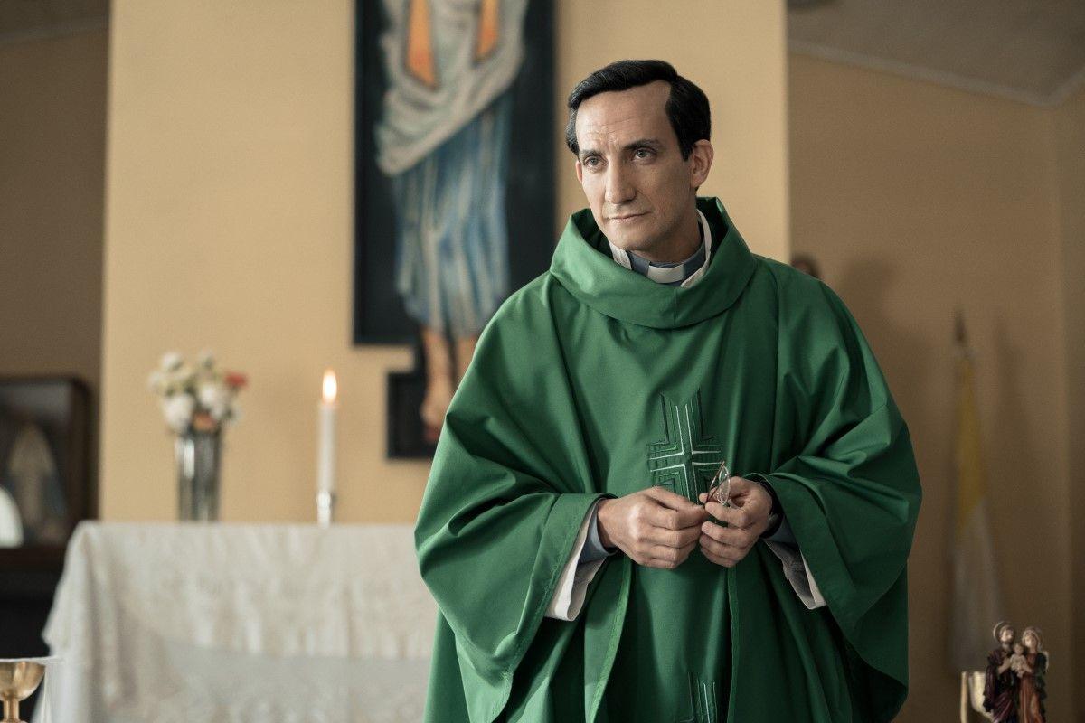 Juan Minujín como Jorge Bergoglio (foto: gentileza Netflix)